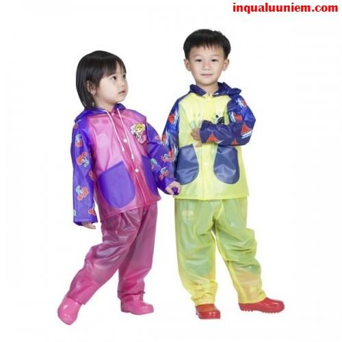 Sản phẩm áo mưa trẻ em được in tại Cty TNHH In Kỹ Thuật Số - Digital Printing